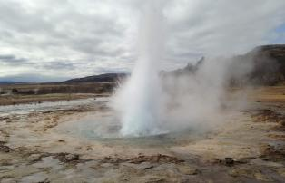 Unsplashed Island Geysir Stockur